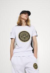 Glorious Gangsta - ALFARO TEE - Print T-shirt - optic white - 3