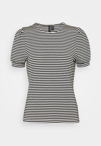 VMKATE TOP PETITE - Print T-shirt - black/white