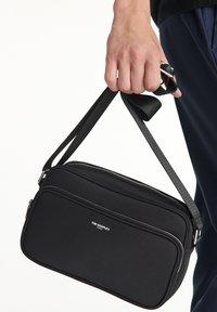 The Kooples - SAC UNISEX - Across body bag - black - 4