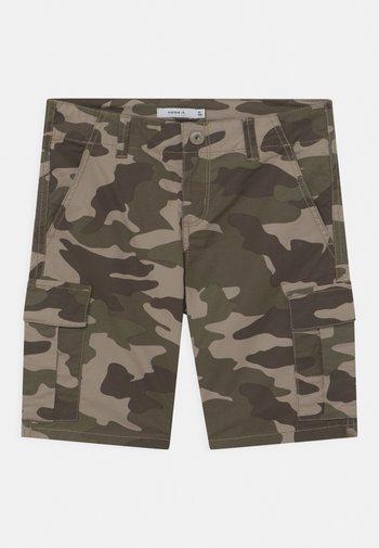 NKMRYAN  - Shorts - silver sage