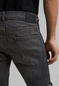 edc by Esprit - Short en jean - grey medium washed - 5