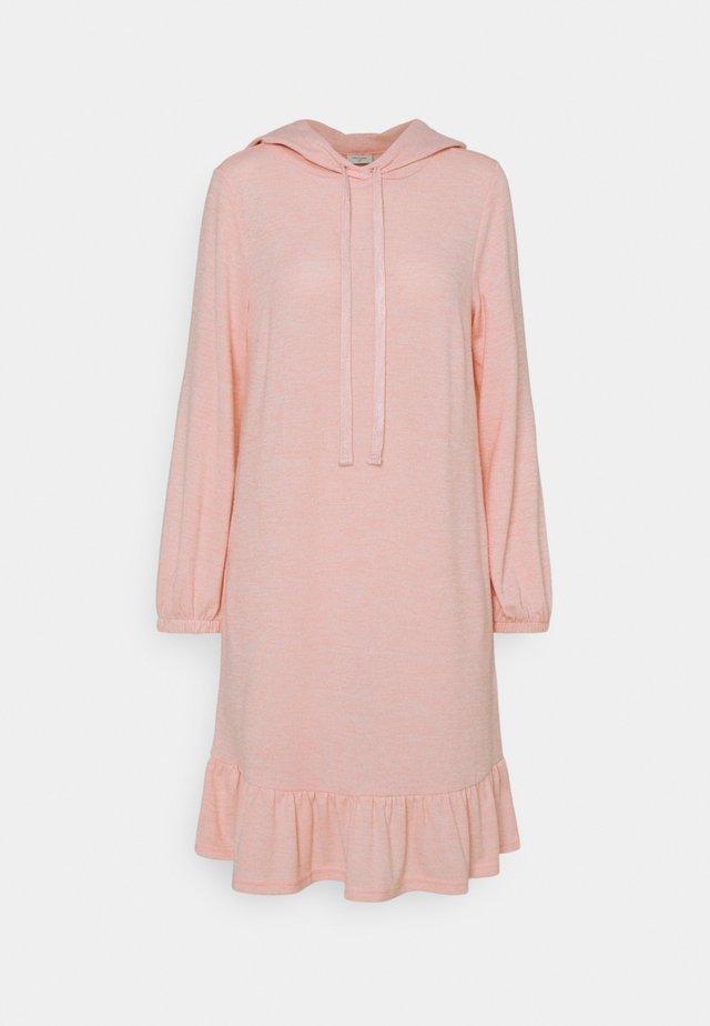 FQLIVANA - Pletené šaty - silver/pink