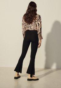 sandro - NOE - Trousers - noir - 2