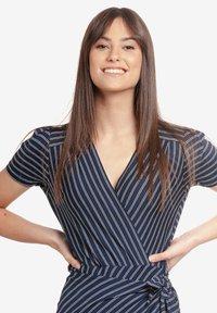Vive Maria - Shift dress - blau allover - 3
