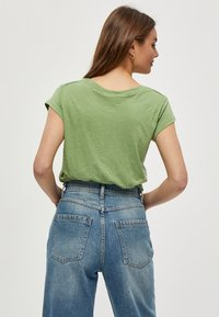 Minus - LETI - Basic T-shirt - pistachio - 2