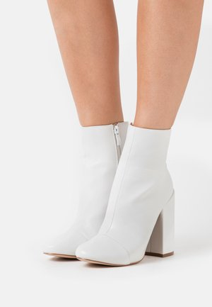 DOLLEY - High heeled ankle boots - white