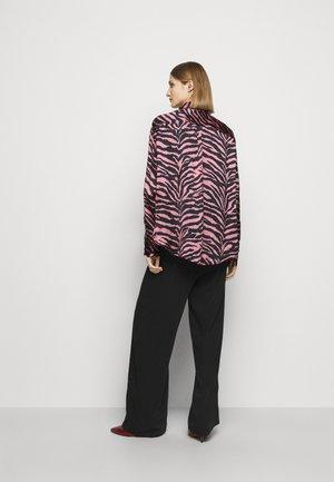 Button-down blouse - pink/black