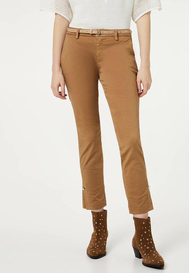 Pantalones chinos - brown