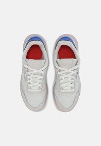 Reebok Classic - CLUB LEGACY UNISEX - Sneakers basse - true grey/dynamic red/court blue - 3