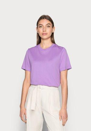 T-shirts - purple