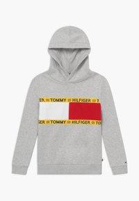 Tommy Hilfiger - FLAG CREW HOODY - Felpa con cappuccio - grey - 0