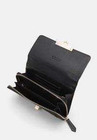 Valentino Bags - ABBY - Across body bag - nero - 2