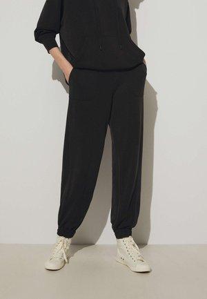 SOFT-TOUCH JOGGERS  - Pantaloni sportivi - black