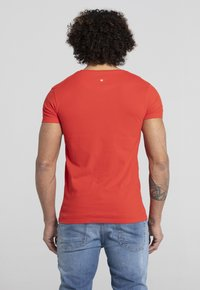Liger - LIMITED TO 360 PIECES - ERYC WHY - AMSTERDAM - Print T-shirt - red - 2