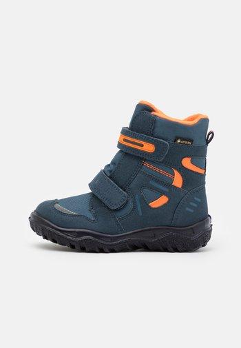 HUSKY - Winter boots - blau/orange