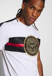 Glorious Gangsta - ALANIS - T-shirt con stampa - white - 5