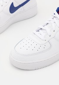 Nike Sportswear - AIR FORCE 1 UNISEX - Joggesko - white/deep royal blue/university red - 5