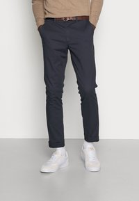 Selected Homme - SLHSLIM JAMERSON PANTS - Chinosy - blue nights - 0