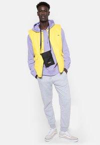 Eastpak - CULLEN CORE  - Across body bag - black - 0