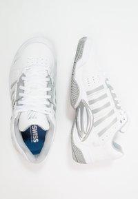 K-SWISS - ACCOMPLISH III - Tenisové boty na všechny povrchy - white/highrise - 1