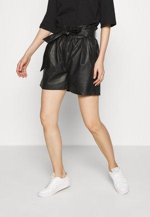 PECAN OLGA  - Shorts - black