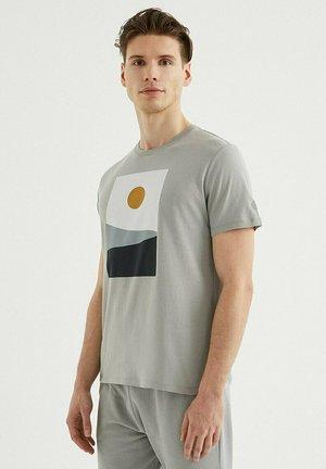 T-shirt print - griffin