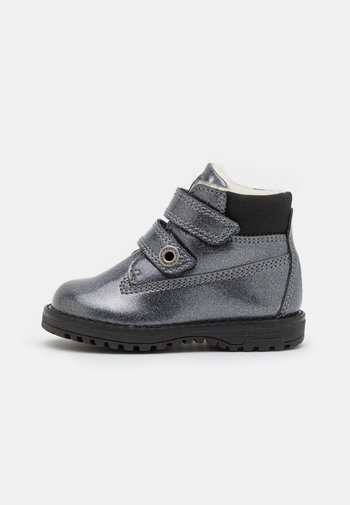 Classic ankle boots - canna fucile