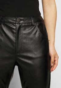Glamorous Petite - TROUSER WITH POCKET DETAIL - Trousers - black - 4