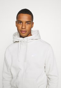 Nike Sportswear - CLUB HOODIE - Zip-up hoodie - light bone/white - 4