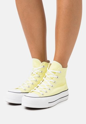 CHUCK TAYLOR ALL STAR LIFT - Sneakersy wysokie - light zitron/white/black