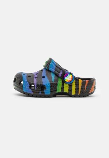 CLASSIC 2021 RAINBOW - Pool slides - black/multicolor