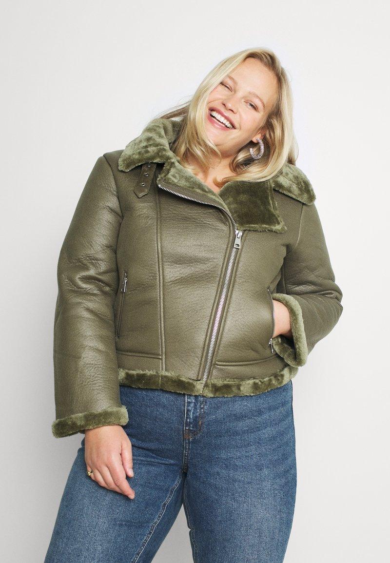 Missguided Plus - PLUS ENTRY FAUX LEATHER AVIATOR - Winter jacket - khaki