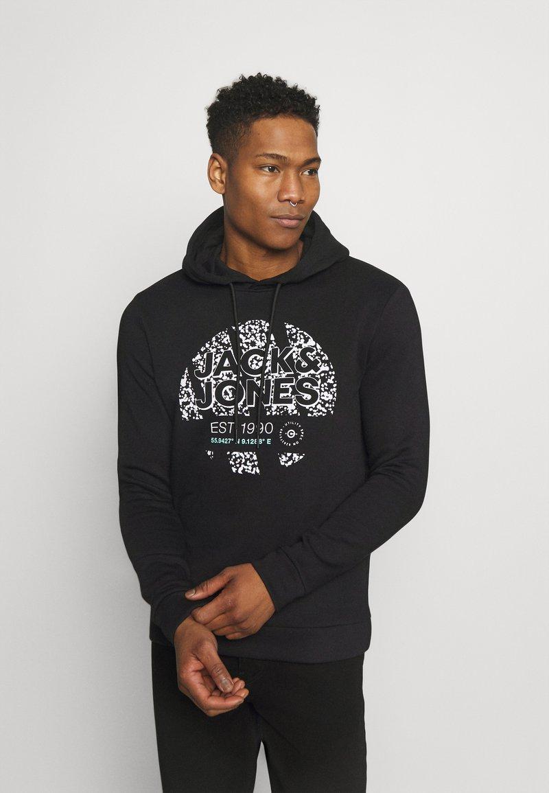 Jack & Jones - JCOBOOSTER HOOD - Sweatshirt - black