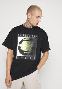 Nike Sportswear - TEE REISSUE COURT LOGO - Print T-shirt - black - 0