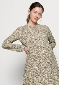 Pieces Maternity - PCMLOUISA MIDI DRESS  - Day dress - sea turtle - 3