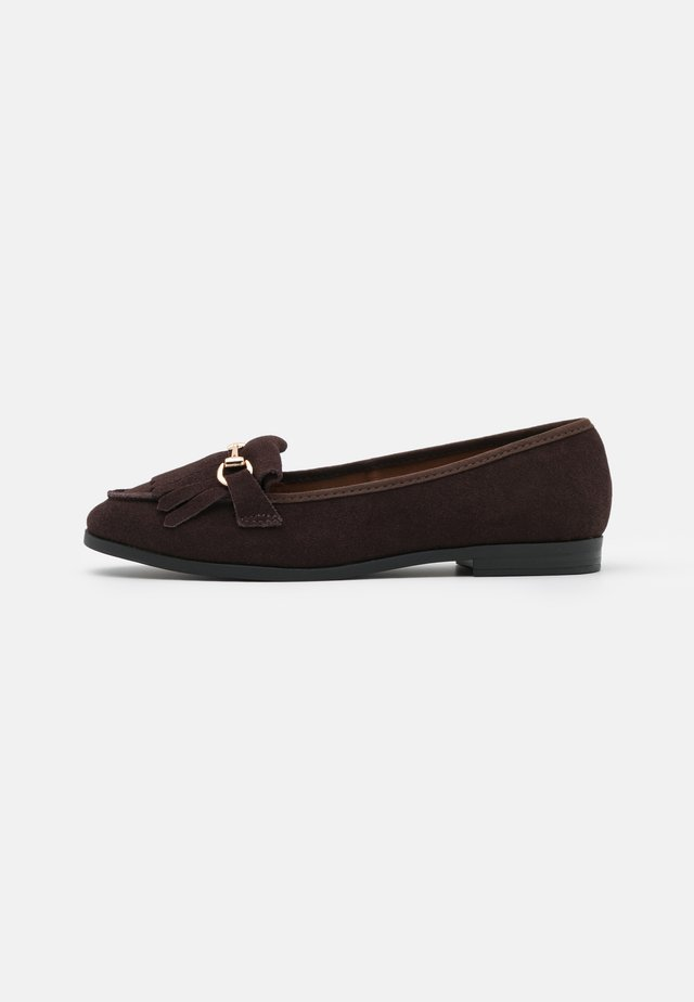 WIDE FIT FRINGE LOAFER - Slip-ons - choc