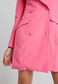 Missguided - BLAZER DRESS - Pouzdrové šaty - pink - 4