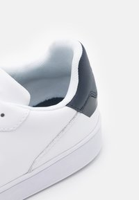 Tommy Jeans - ESSENTIAL CUPSOLE - Sneakersy niskie - white - 5