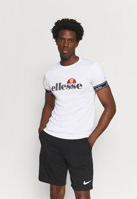 Ellesse - ALENTE - T-shirt med print - white - 0
