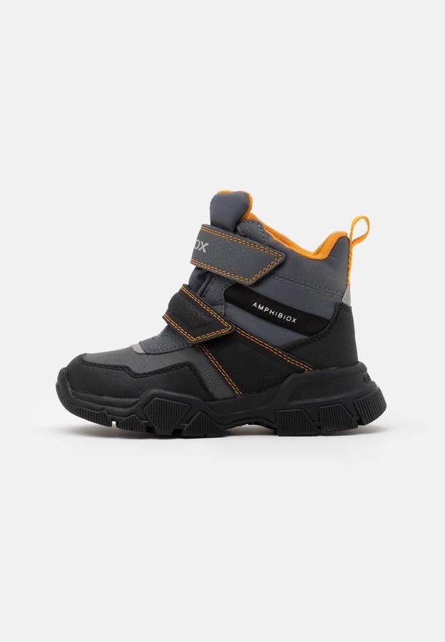NEVEGAL BOY ABX - Zimní obuv - dark grey/yellow