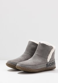 Sorel - NAKISKA BOOTIE - Classic ankle boots - quarry/natural - 4