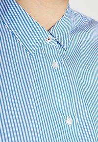 Tommy Hilfiger Curve - ESSENTIAL - Paitapusero - white/copenhagen blue - 5