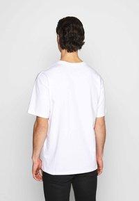 Nike Sportswear - PUNK PACK - Print T-shirt - white - 2