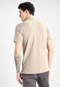 Selected Homme - SLHARO EMBROIDERY - Polo shirt - crockery - 2