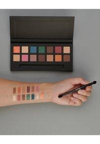 IsaDora - EYESHADOW PALETTE - Eyeshadow palette - color burst - 3