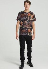 Mr. GUGU & Miss GO - JAPANESE DRAGON  - Print T-shirt - black - 6