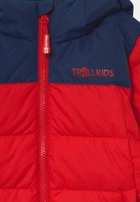 TrollKids - KIDS NARVIK UNISEX - Untuvatakki - bright red/mystic blue - 3