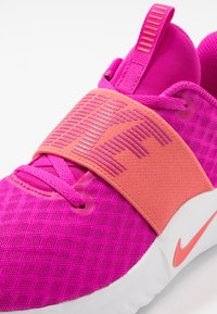 Nike Performance - RENEW IN-SEASON TR 9 - Sportschoenen - fire pink/magic ember/washed coral/white - 5