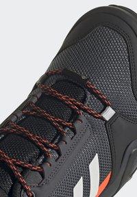 adidas Performance - TERREX AX3 GTX - Vaelluskengät - grey/light red - 9