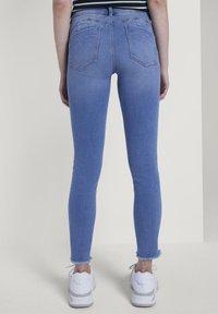 TOM TAILOR DENIM - MIT STREIFEND - Jeans Skinny Fit - mid stone blue denim - 2